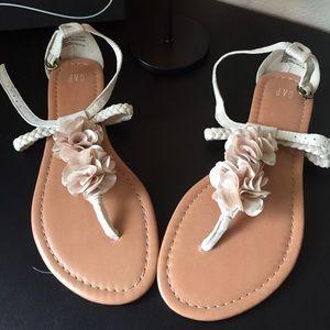 🔆Donating soon🔆NWOT Gap flower sandals